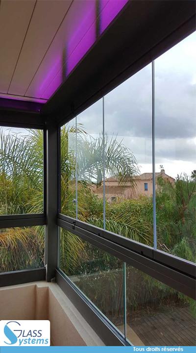 Compatibilité garde-corps avec le rideau de verre