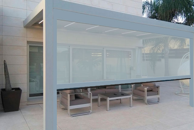 Store vertical Habitat ZIP sur pergola