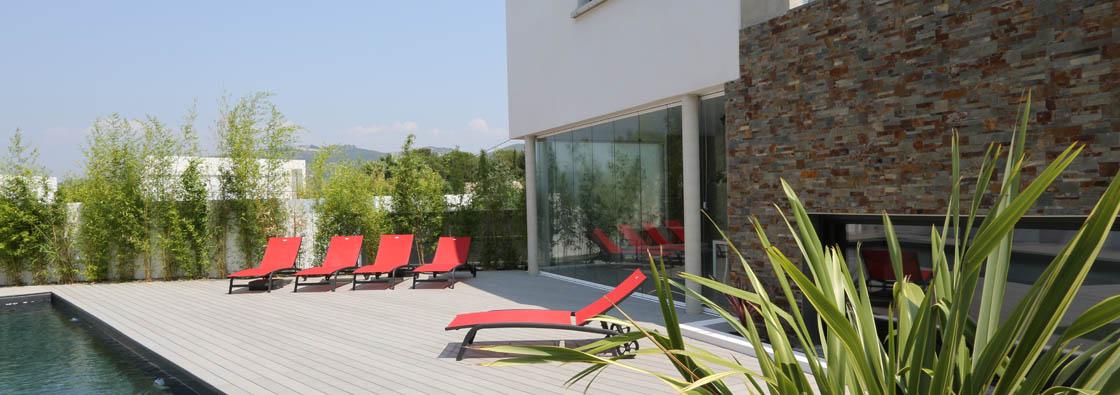 fermeture en verre sans profils verticaux terrasse veranda. Black Bedroom Furniture Sets. Home Design Ideas