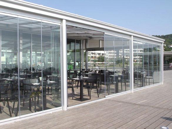 fermeture en verre restaurant baie vitr terrasse caf resto. Black Bedroom Furniture Sets. Home Design Ideas