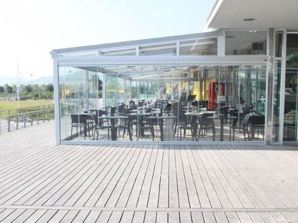 photos de fermeture en verre pour caf s h tels et restaurants. Black Bedroom Furniture Sets. Home Design Ideas