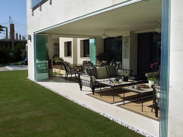Fermeture en verre terrasse et v randa nouvelle baie vitr for Photo fermer une terrasse couverte