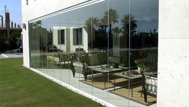 rideau de verre le nouveau concept de fermeture en verre. Black Bedroom Furniture Sets. Home Design Ideas