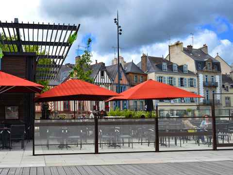 Amenagement terrasse de restaurant contre le vent