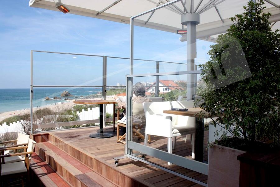 Photo paravent t lescopique en verre pour terrasse ext rieure - Coupe vent en verre pour terrasse ...