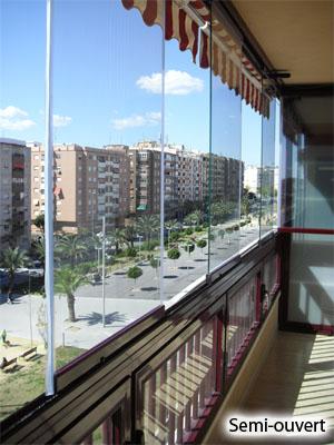 fermeture de balcon en verre sans profils pour balcon. Black Bedroom Furniture Sets. Home Design Ideas