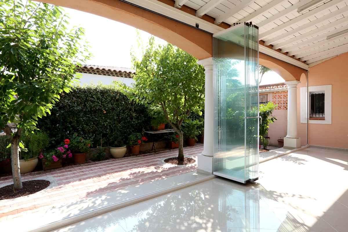 fermeture en verre sans profils verticaux terrasse veranda balcon par glass systems. Black Bedroom Furniture Sets. Home Design Ideas