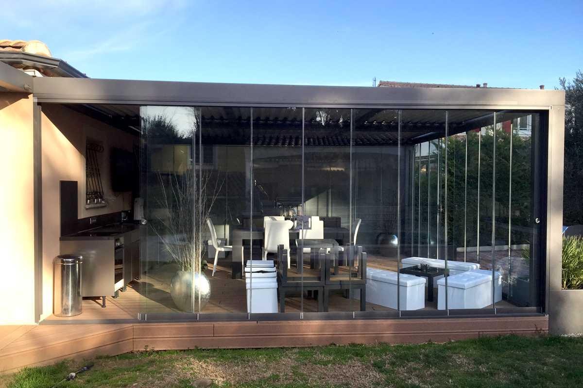 fermer sa pergola avec le coulissant panoramique en verre. Black Bedroom Furniture Sets. Home Design Ideas