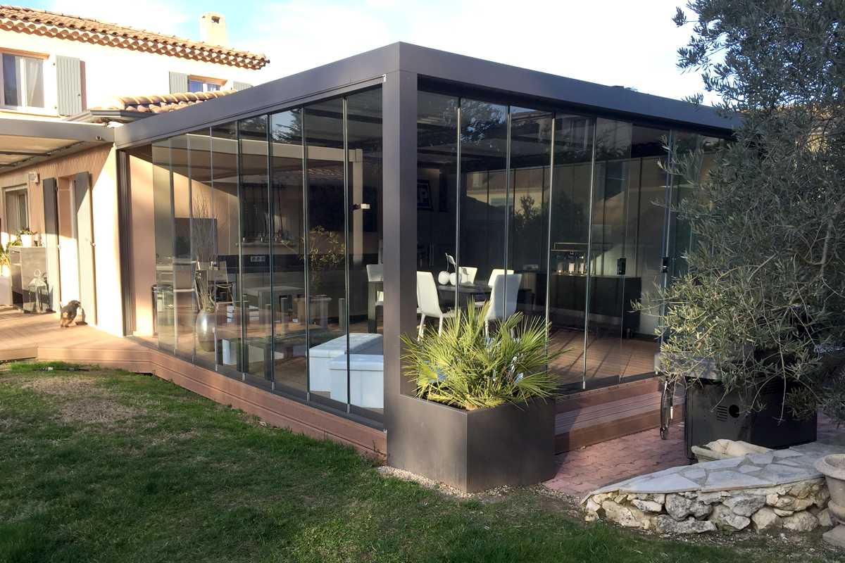 fermer sa pergola avec le coulissant panoramique en verre. Black Bedroom Furniture Sets. Home Design Ideas