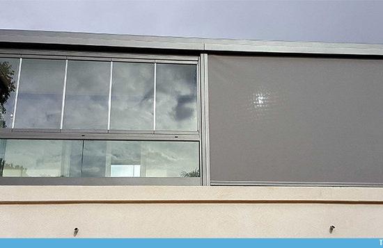 Compatibilité garde-corps avec rideau de verre