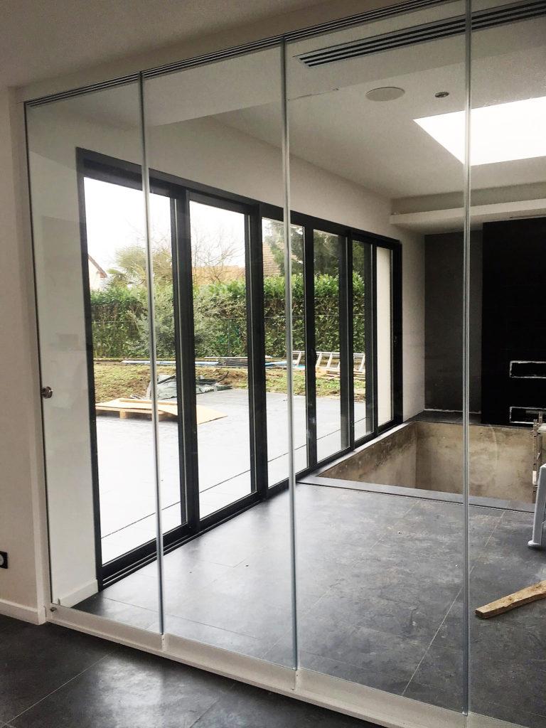 Verre De Separation Salle De Bain la cloison en verre pour une séparation de pièces intérieures