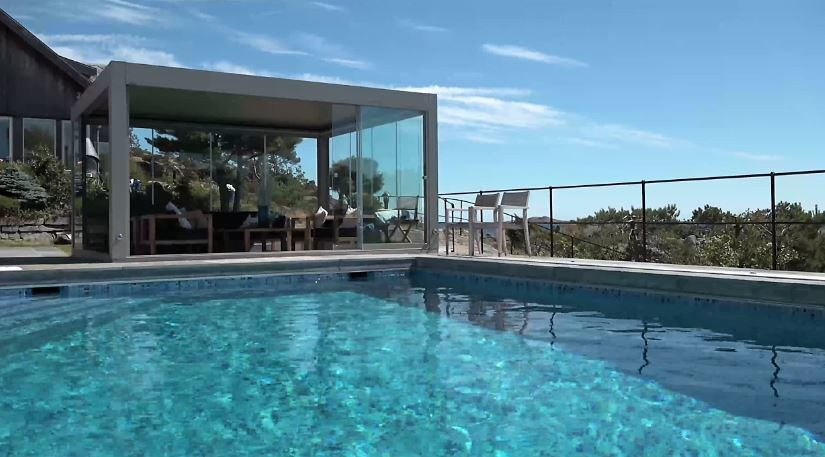 Des solutions design pour un pool-house pratique et confortable